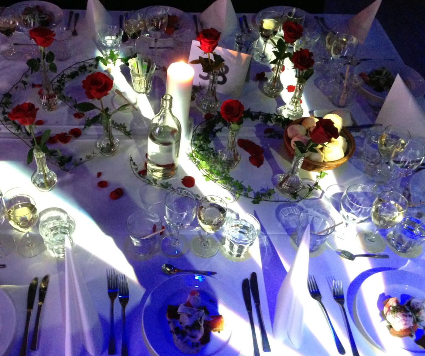 Bröllop dukning rosor Luftkastellet Malmö