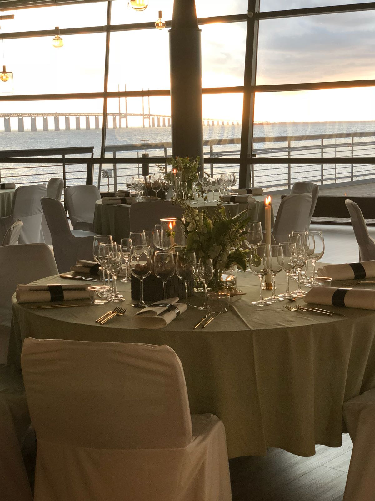 Bröllopsfest dukning utsikt Luftkastellet Malmö