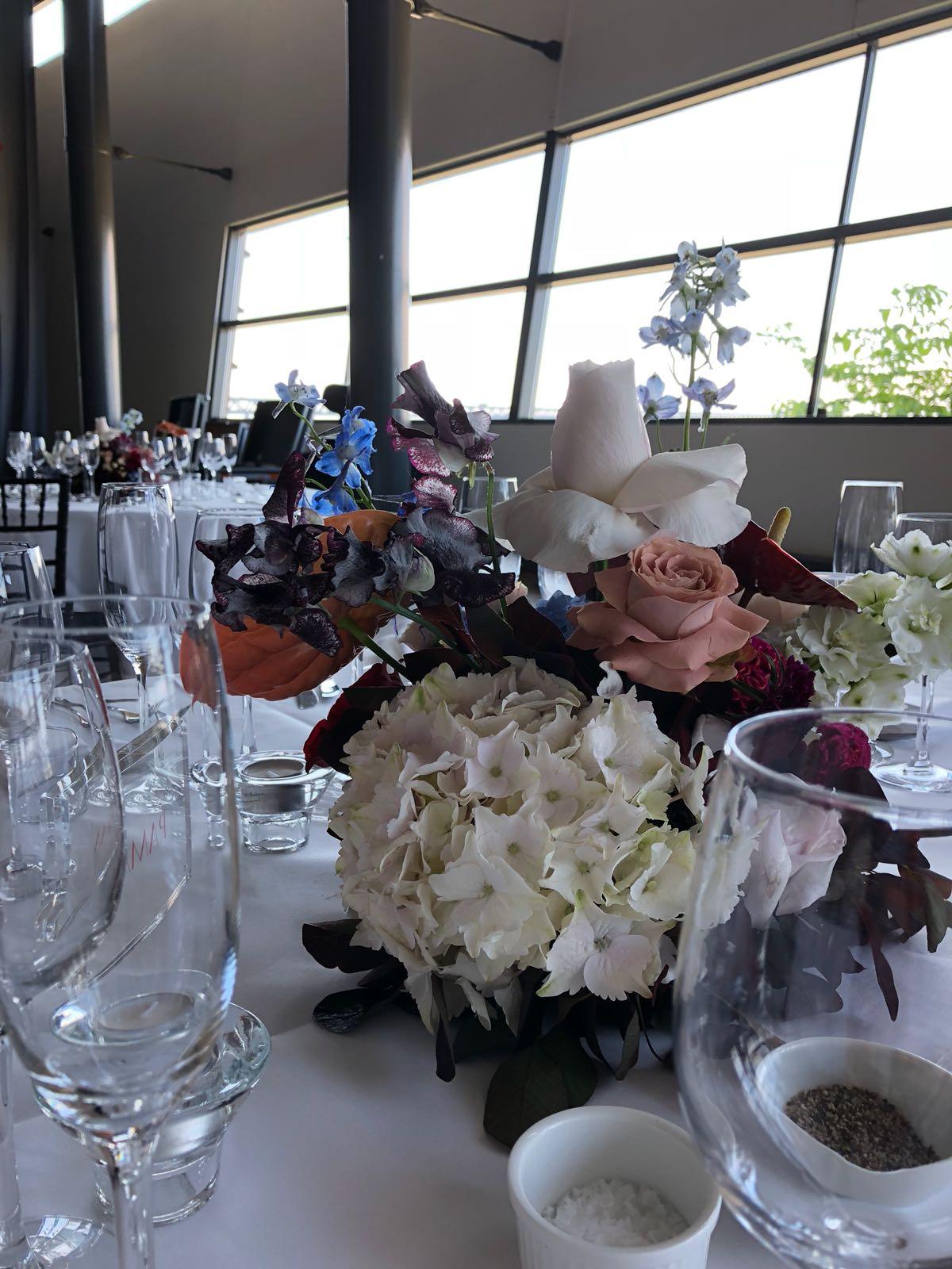 Bröllopspaket blommor dukning Luftkastellet